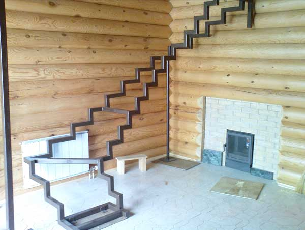 карка лестницы на трубе